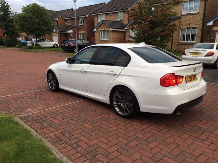 BMW 3 series 318d 2011 photo - 7