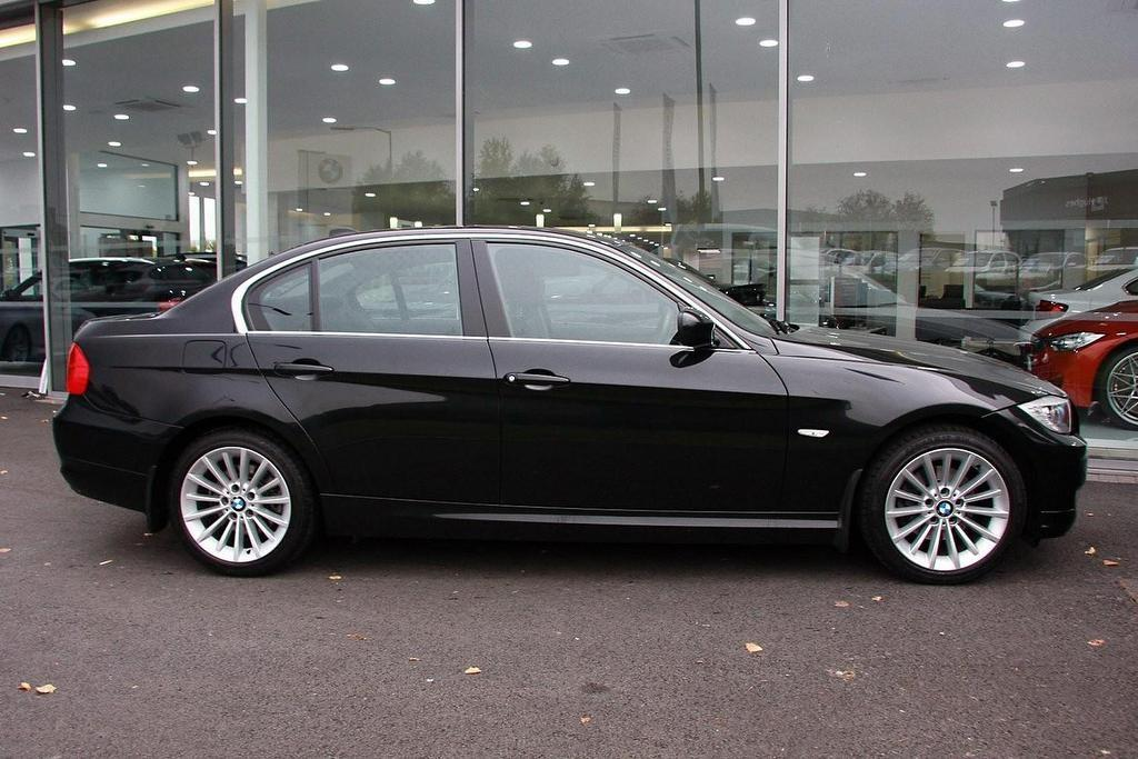 BMW 3 series 318d 2011 photo - 8
