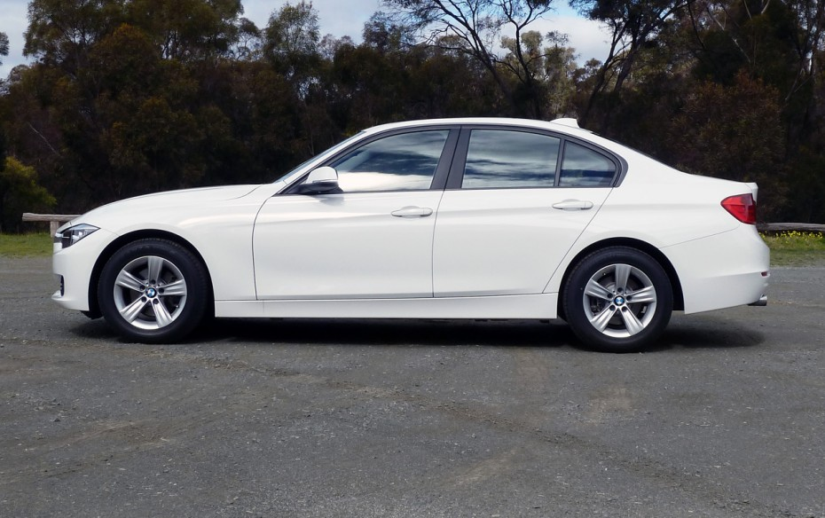 BMW 3 series 318d 2012 photo - 1