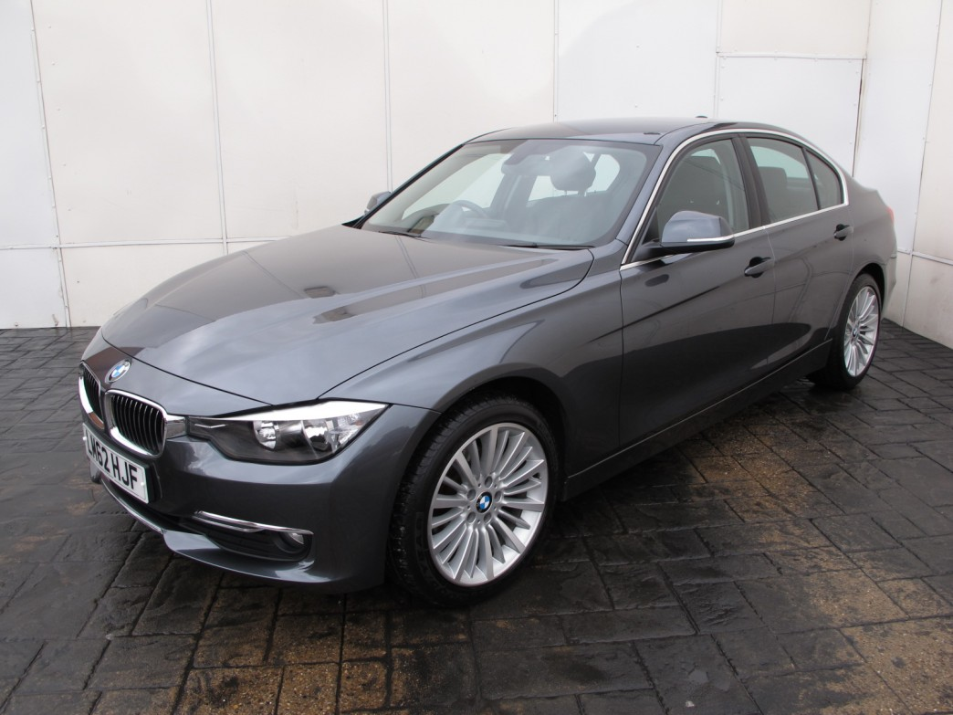 BMW 3 series 318d 2012 photo - 2