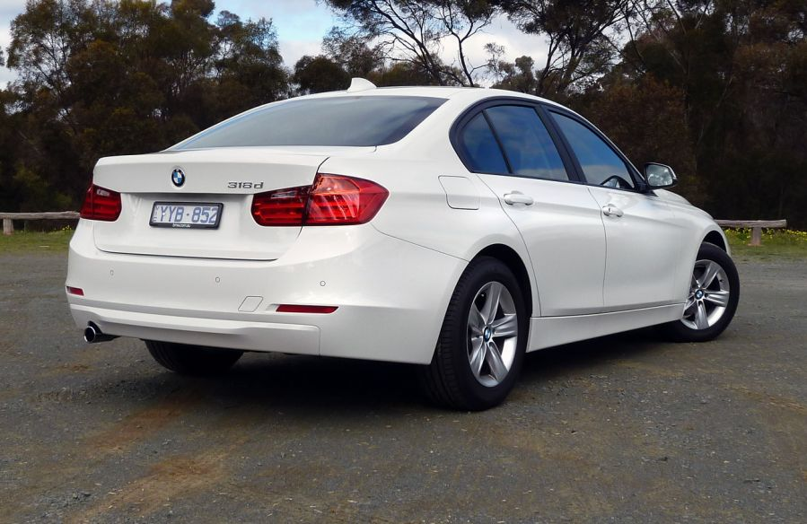 BMW 3 series 318d 2012 photo - 6