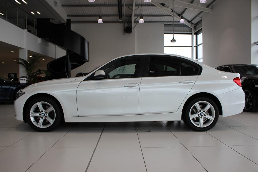 BMW 3 series 318d 2013 photo - 10