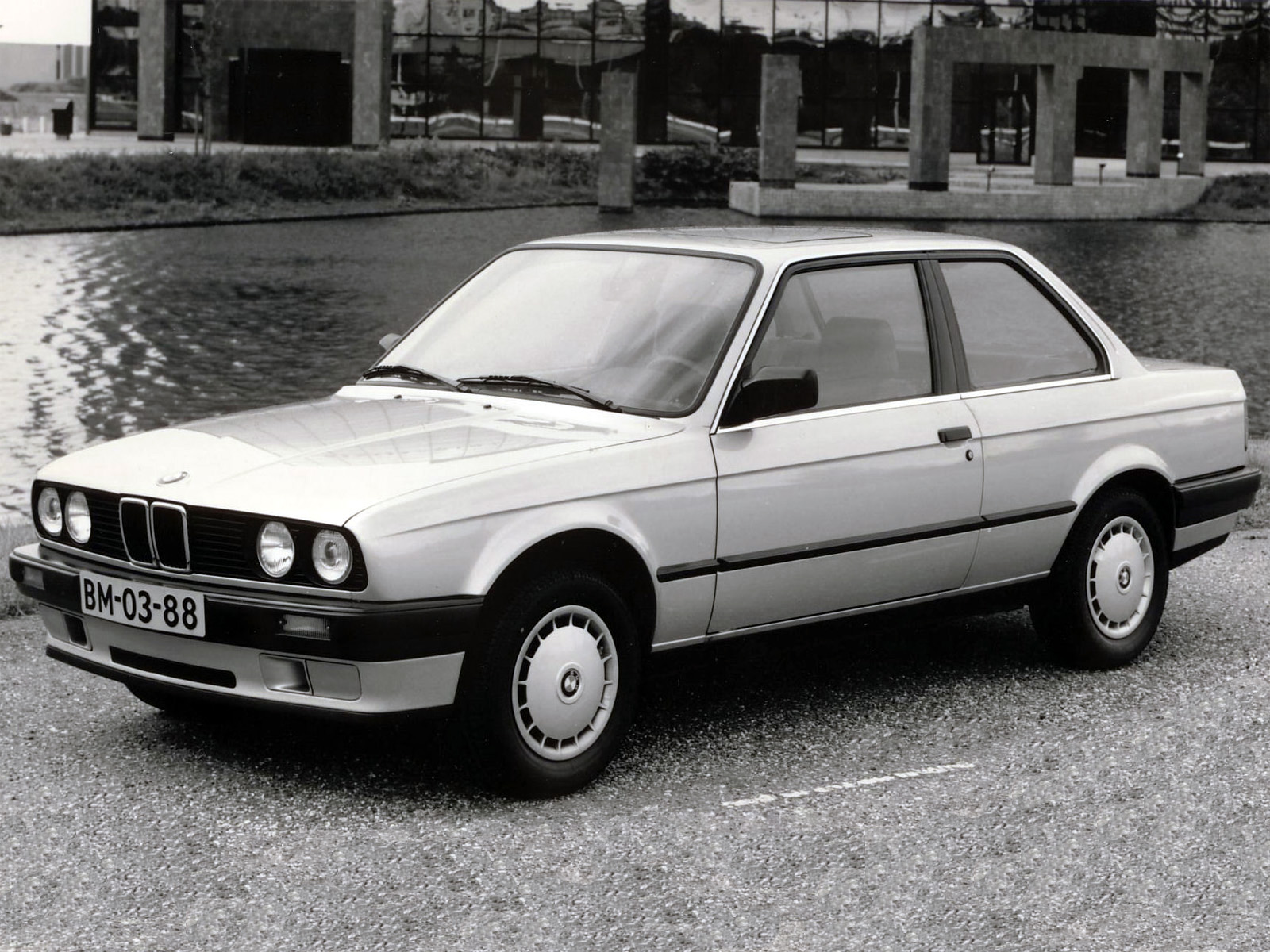BMW 3 series 318i 1982 photo - 9