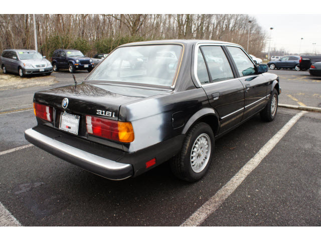 BMW 3 series 318i 1985 photo - 12
