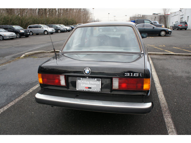 BMW 3 series 318i 1985 photo - 8