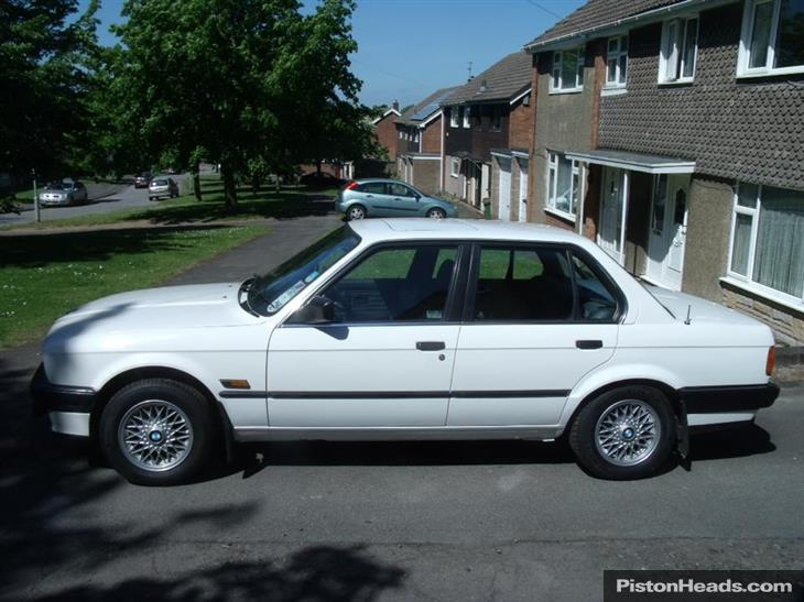 BMW 3 series 318i 1990 photo - 10