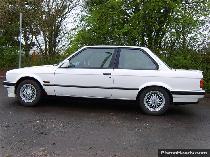 BMW 3 series 318i 1990 photo - 11