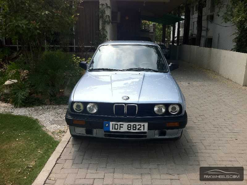 BMW 3 series 318i 1990 photo - 2