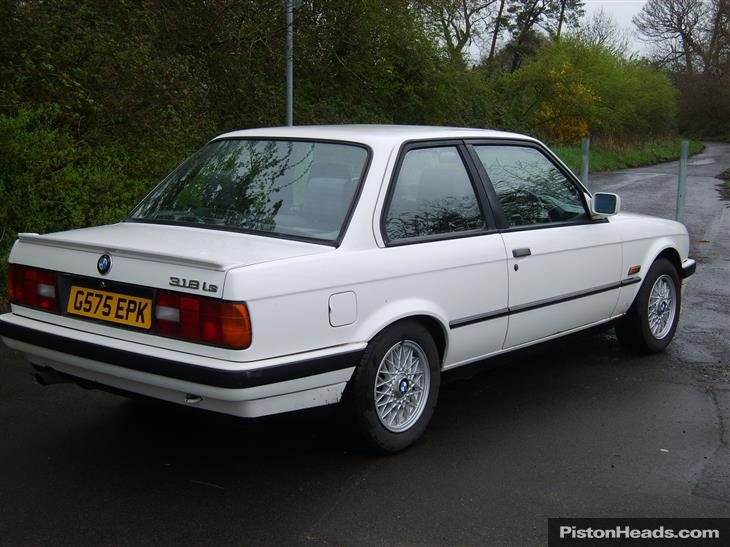 BMW 3 series 318i 1990 photo - 6