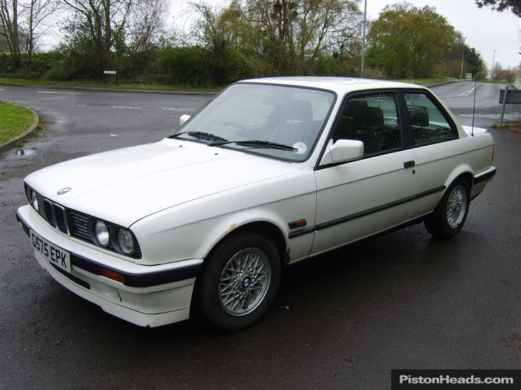 BMW 3 series 318i 1990 photo - 8