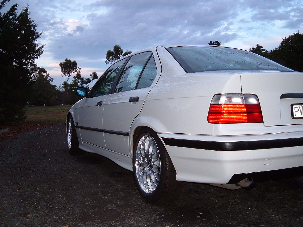 BMW 3 series 318i 1993 photo - 9
