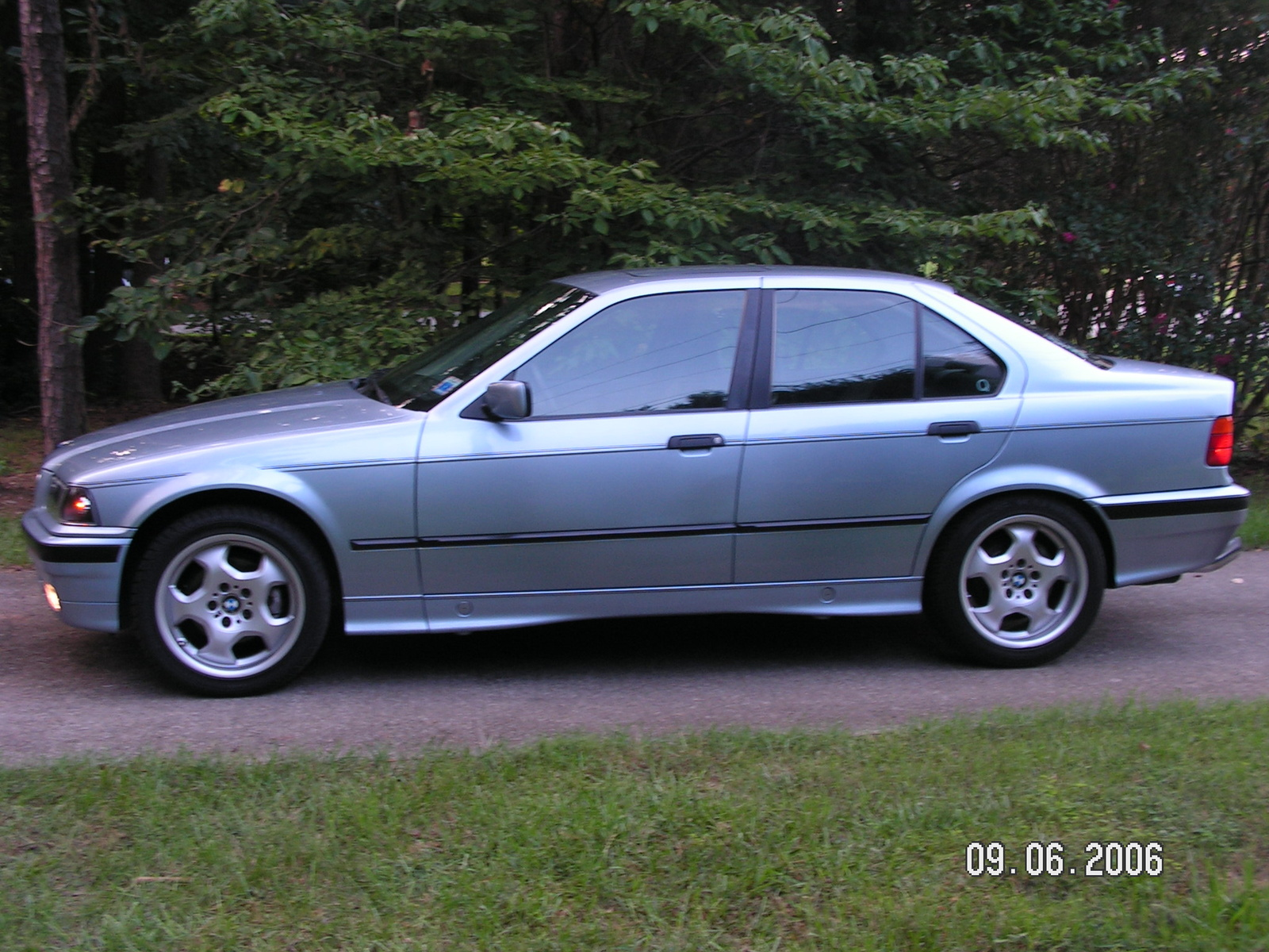 BMW 3 series 318is 1992 photo - 12