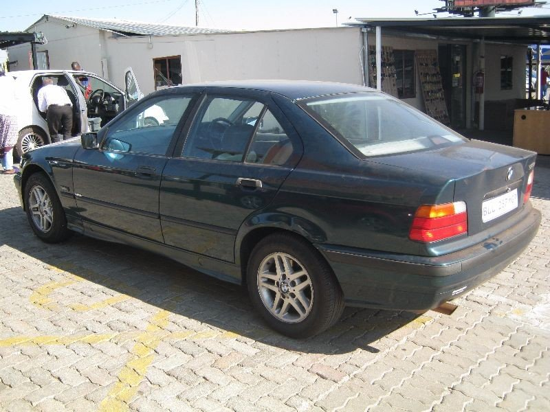 BMW 3 series 318is 1997 photo - 7
