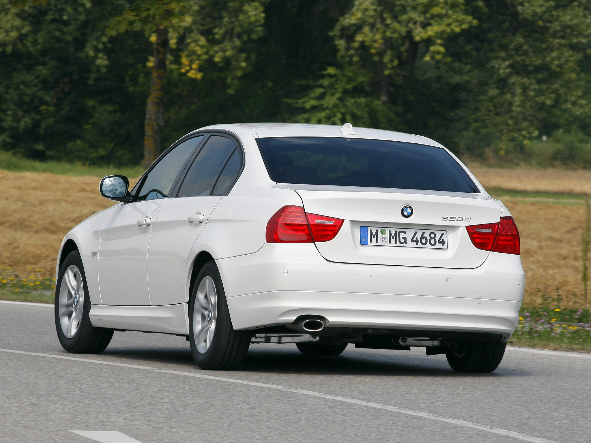 BMW 3 series 320d 2009 photo - 2