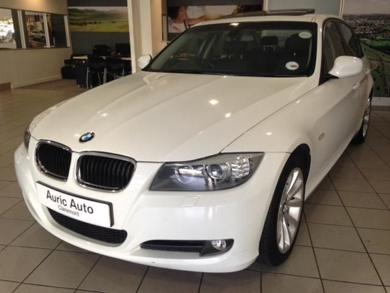 BMW 3 series 320d 2011 photo - 2