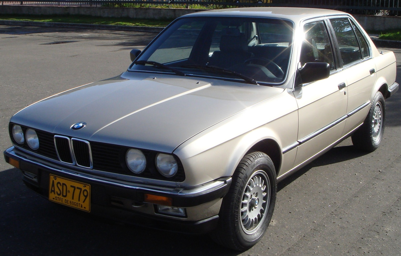 BMW 3 series 320i 1983 photo - 10