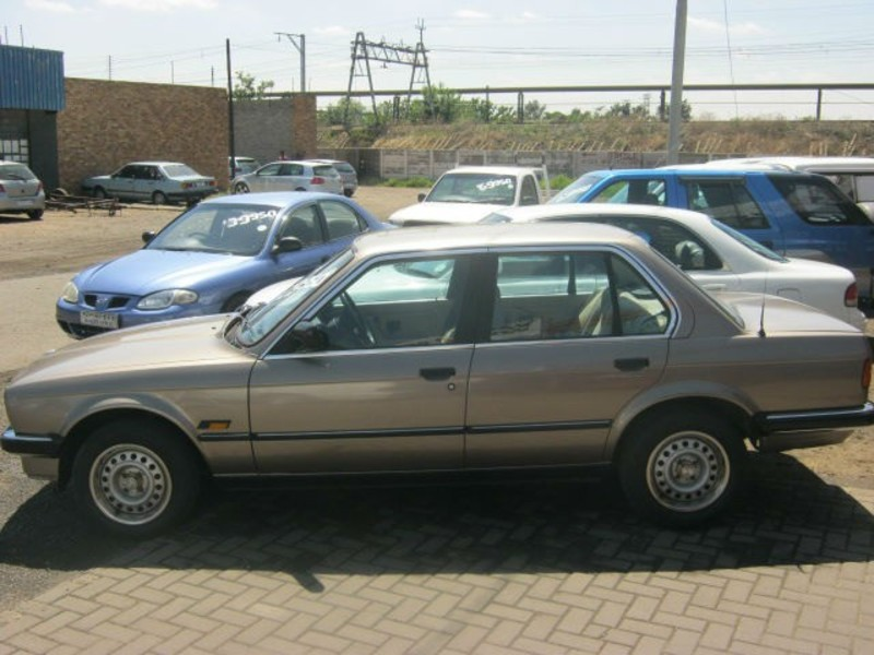 BMW 3 series 320i 1987 photo - 1