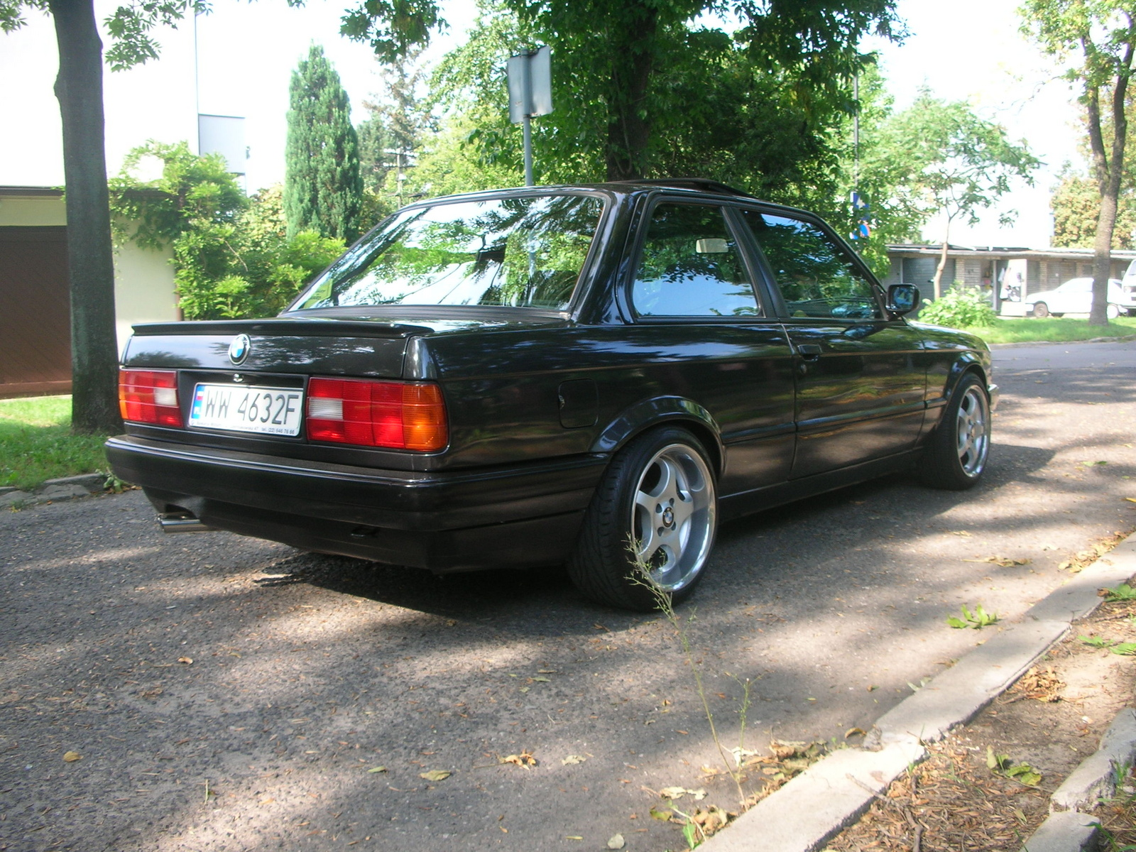 BMW 3 series 320i 1988 photo - 11