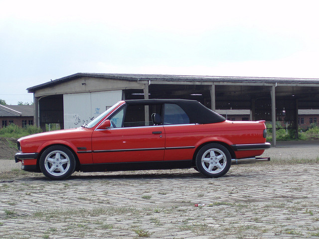 BMW 3 series 320i 1988 photo - 5