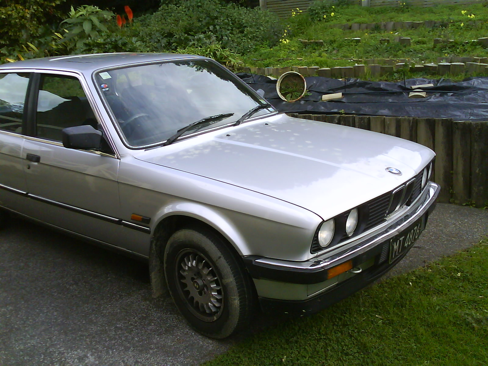 BMW 3 series 320i 1988 photo - 6
