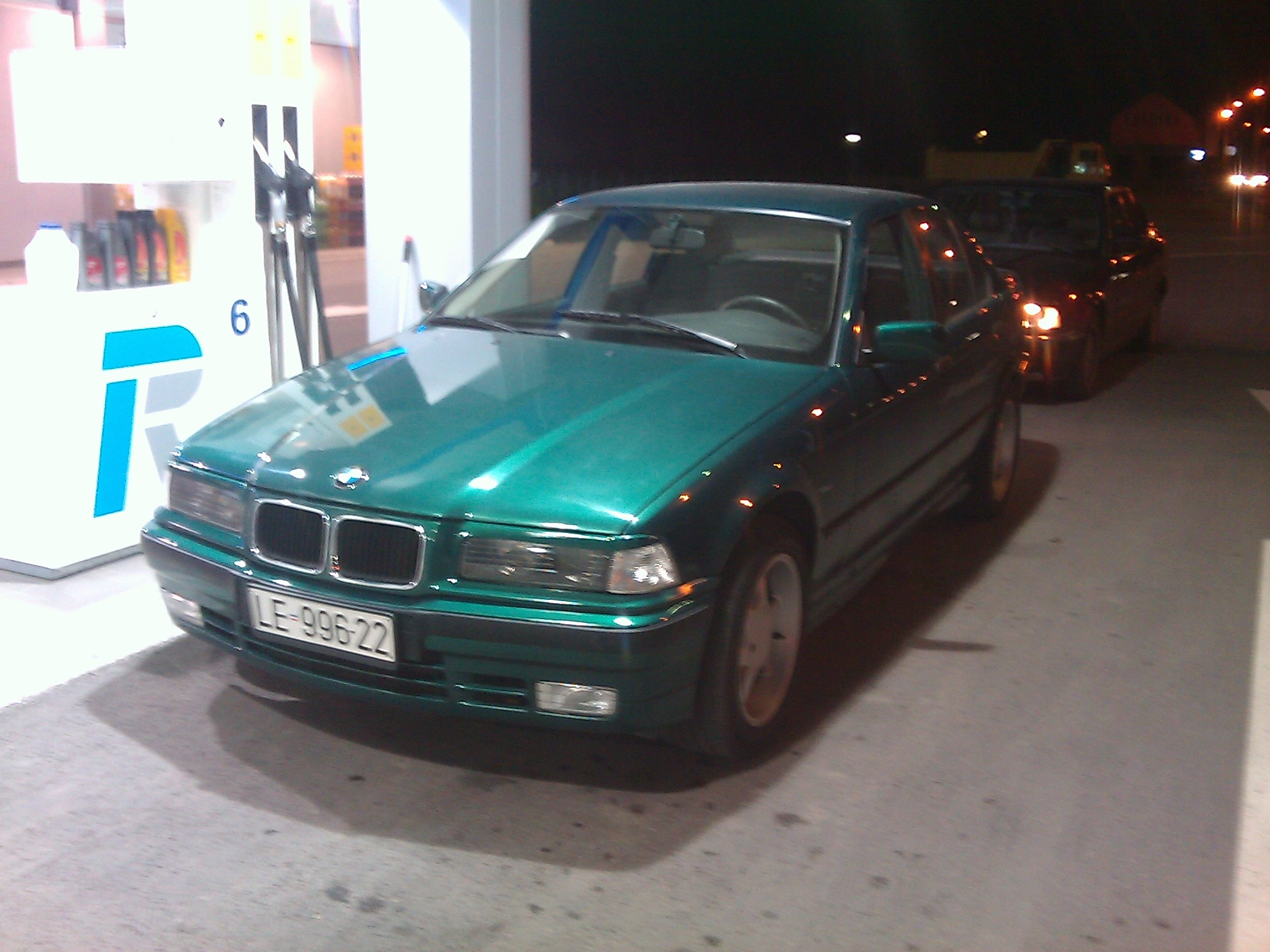 BMW 3 series 320i 1993 photo - 10