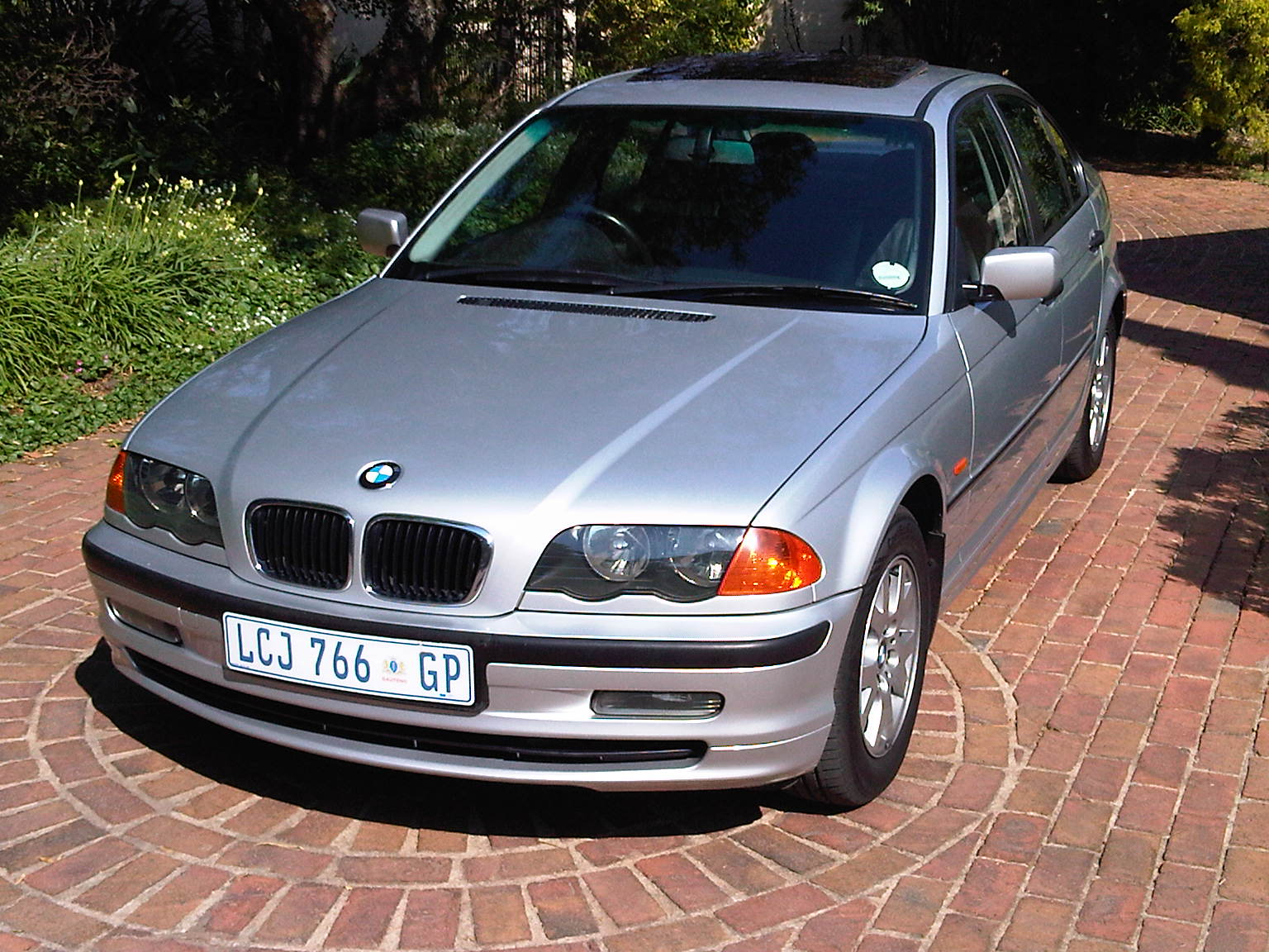BMW 3 series 320i 2000 photo - 1