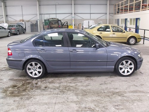 BMW 3 series 320i 2003 photo - 12
