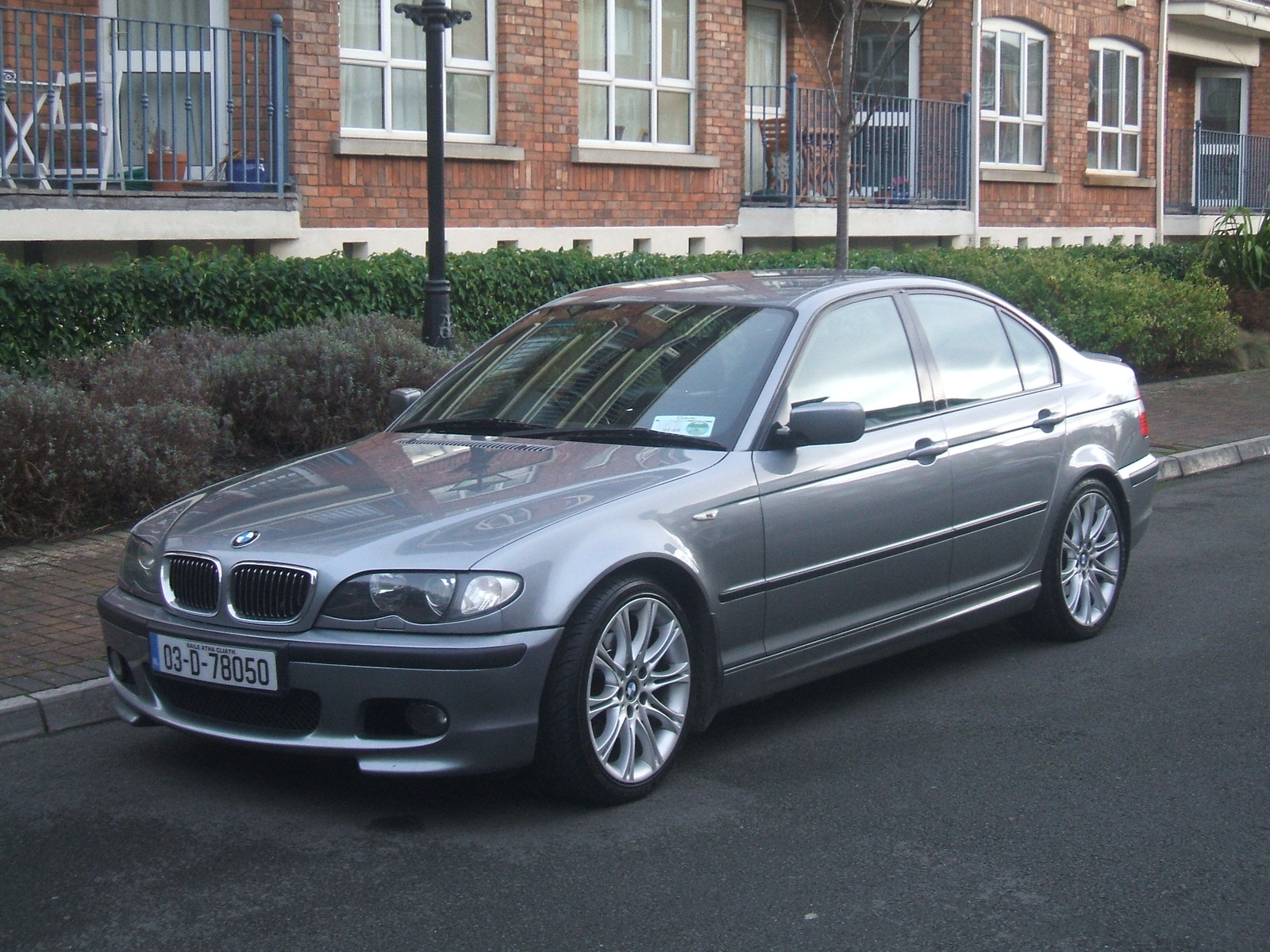 BMW 3 series 320i 2004 photo - 2