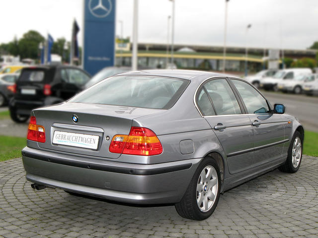 BMW 3 series 320i 2004 photo - 4