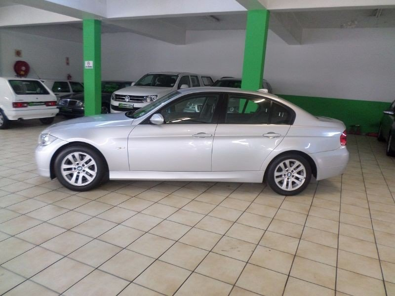 BMW 3 series 320i 2008 photo - 12