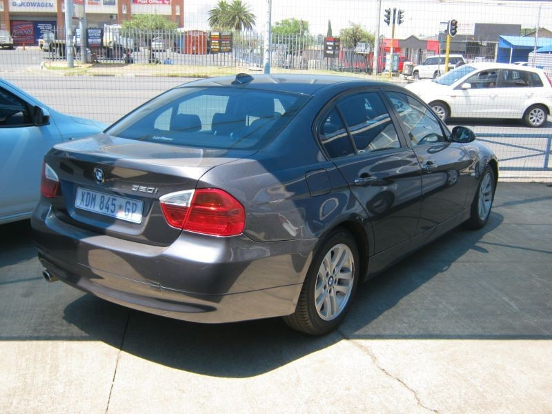 BMW 3 series 320i 2008 photo - 2