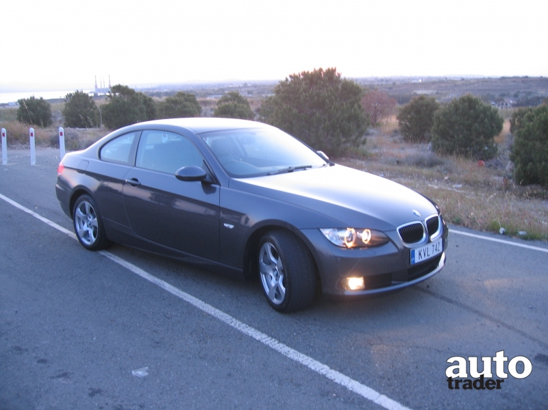 BMW 3 series 320i 2008 photo - 3