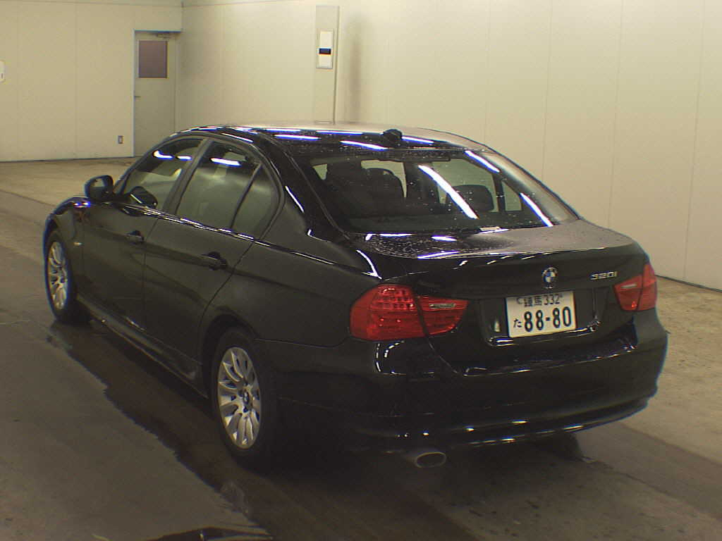 BMW 3 series 320i 2010 photo - 1