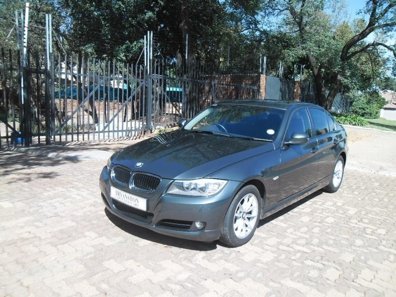 BMW 3 series 320i 2010 photo - 12