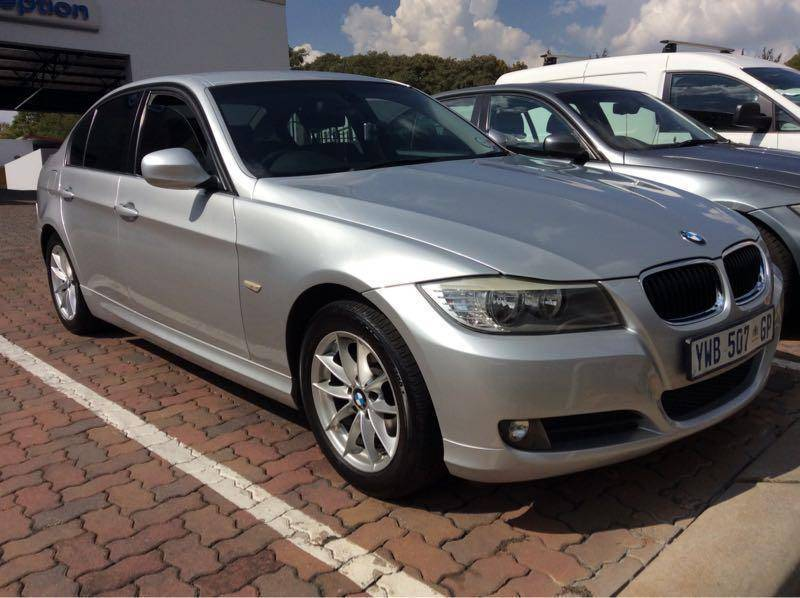 BMW 3 series 320i 2010 photo - 5