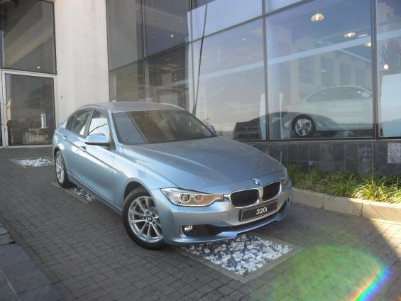 BMW 3 series 320i 2010 photo - 8
