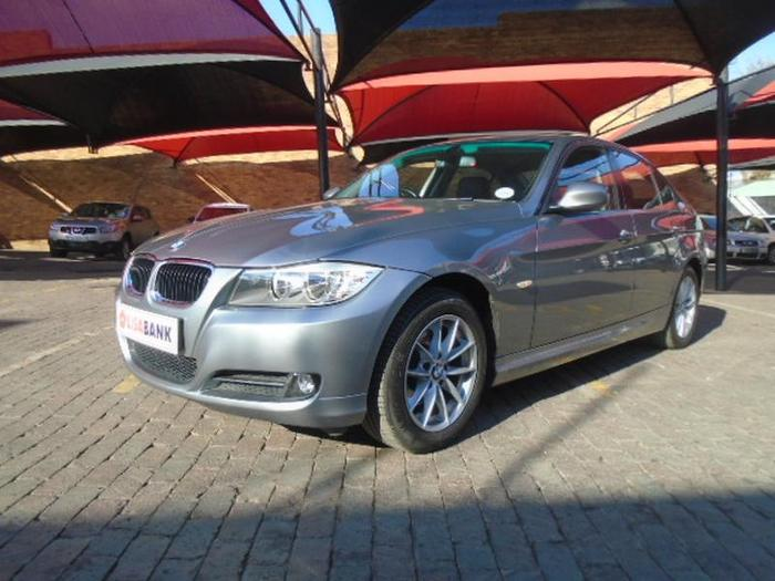 BMW 3 series 320i 2010 photo - 9