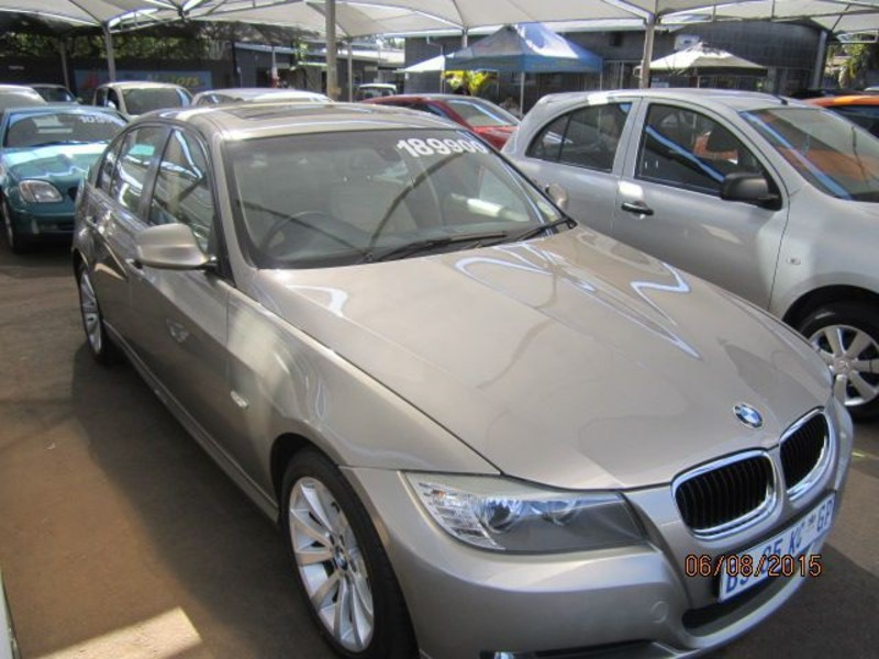 BMW 3 series 320i 2011 photo - 10