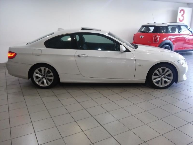 BMW 3 series 320i 2011 photo - 11