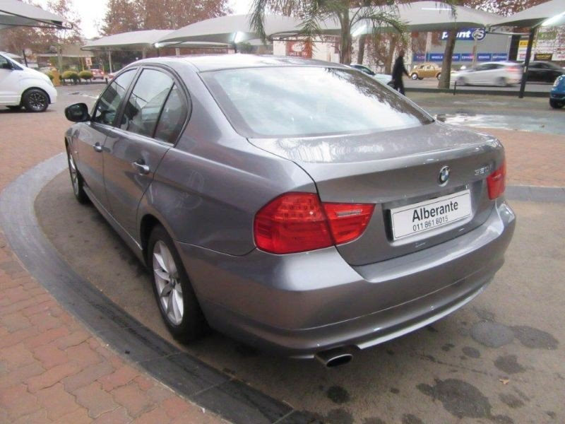 BMW 3 series 320i 2011 photo - 5