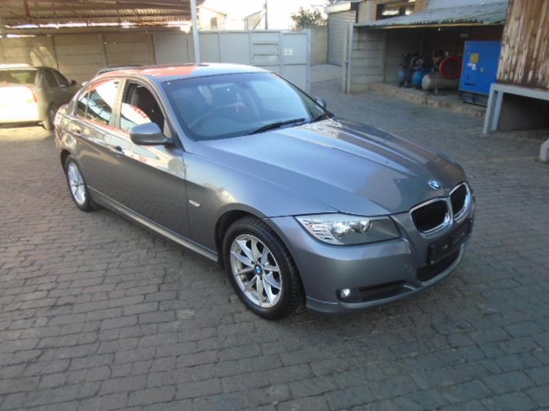BMW 3 series 320i 2011 photo - 6