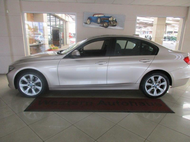 BMW 3 series 320i 2012 photo - 4
