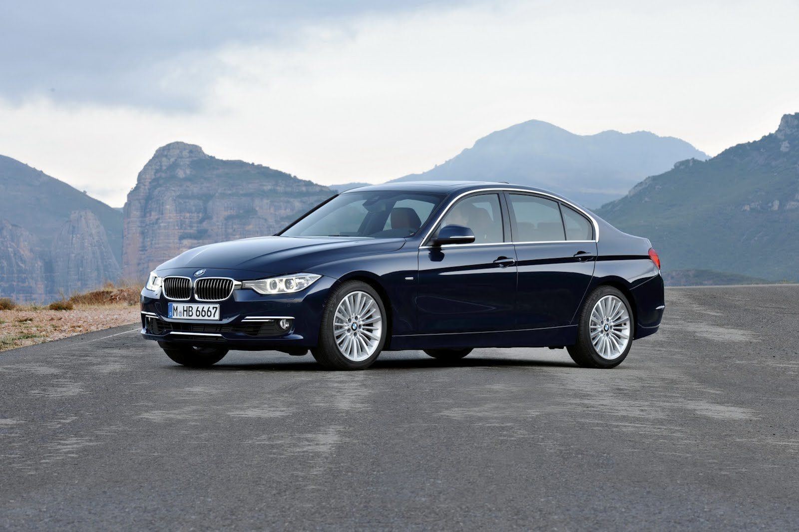 BMW 3 series 320i 2012 photo - 8