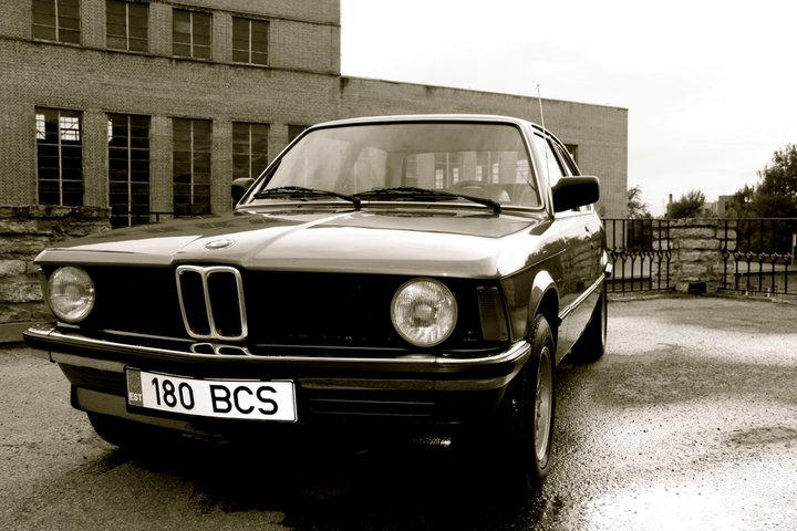 BMW 3 series 323i 1982 photo - 10
