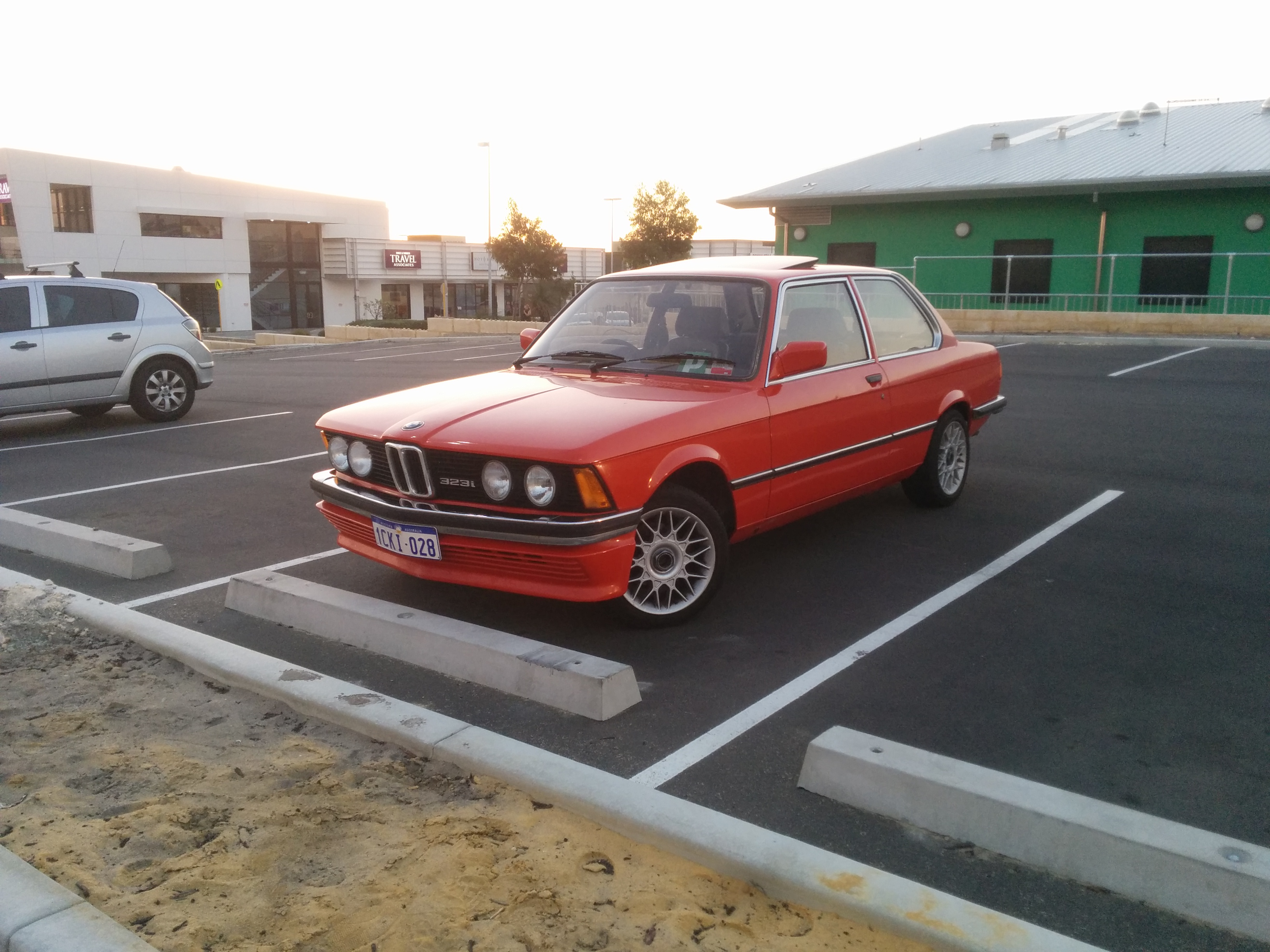 BMW 3 series 323i 1982 photo - 8
