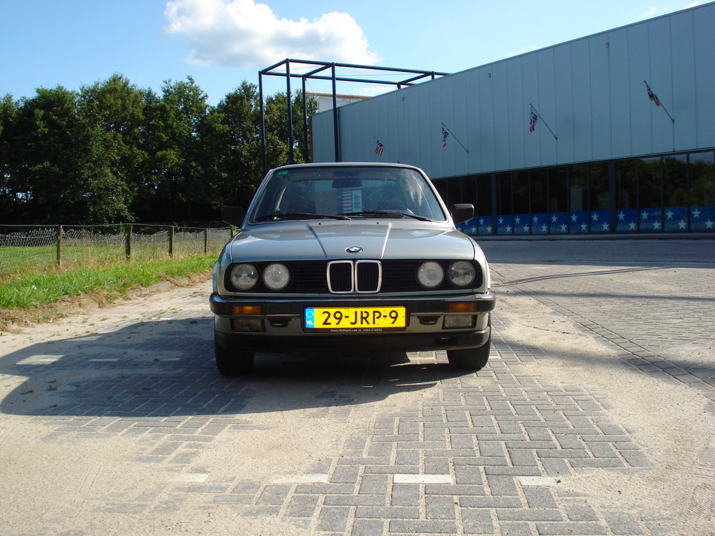 BMW 3 series 323i 1984 photo - 1