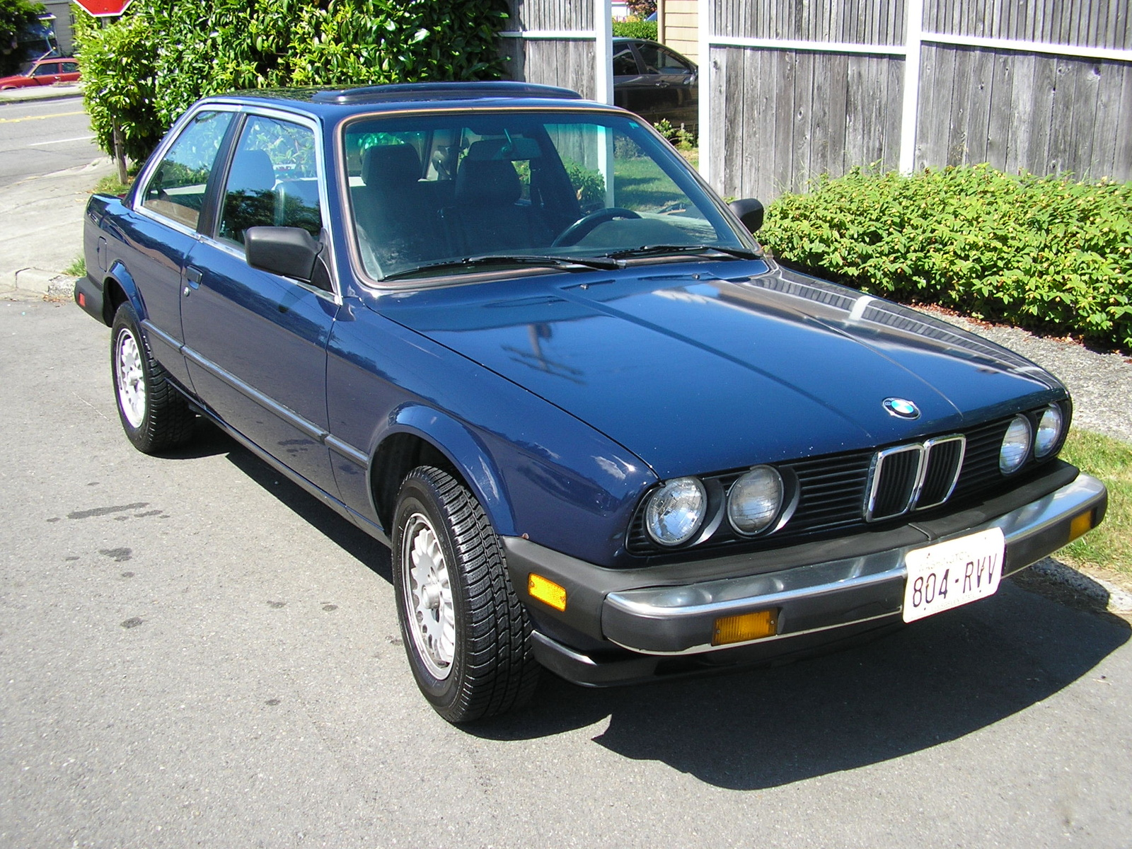 BMW 3 series 323i 1984 photo - 4