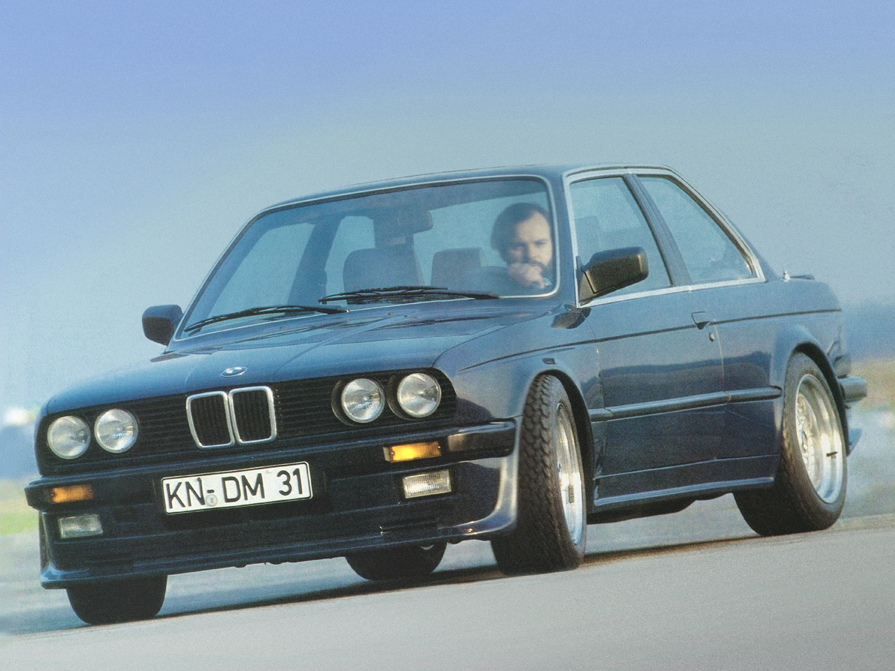 BMW 3 series 323i 1985 photo - 12