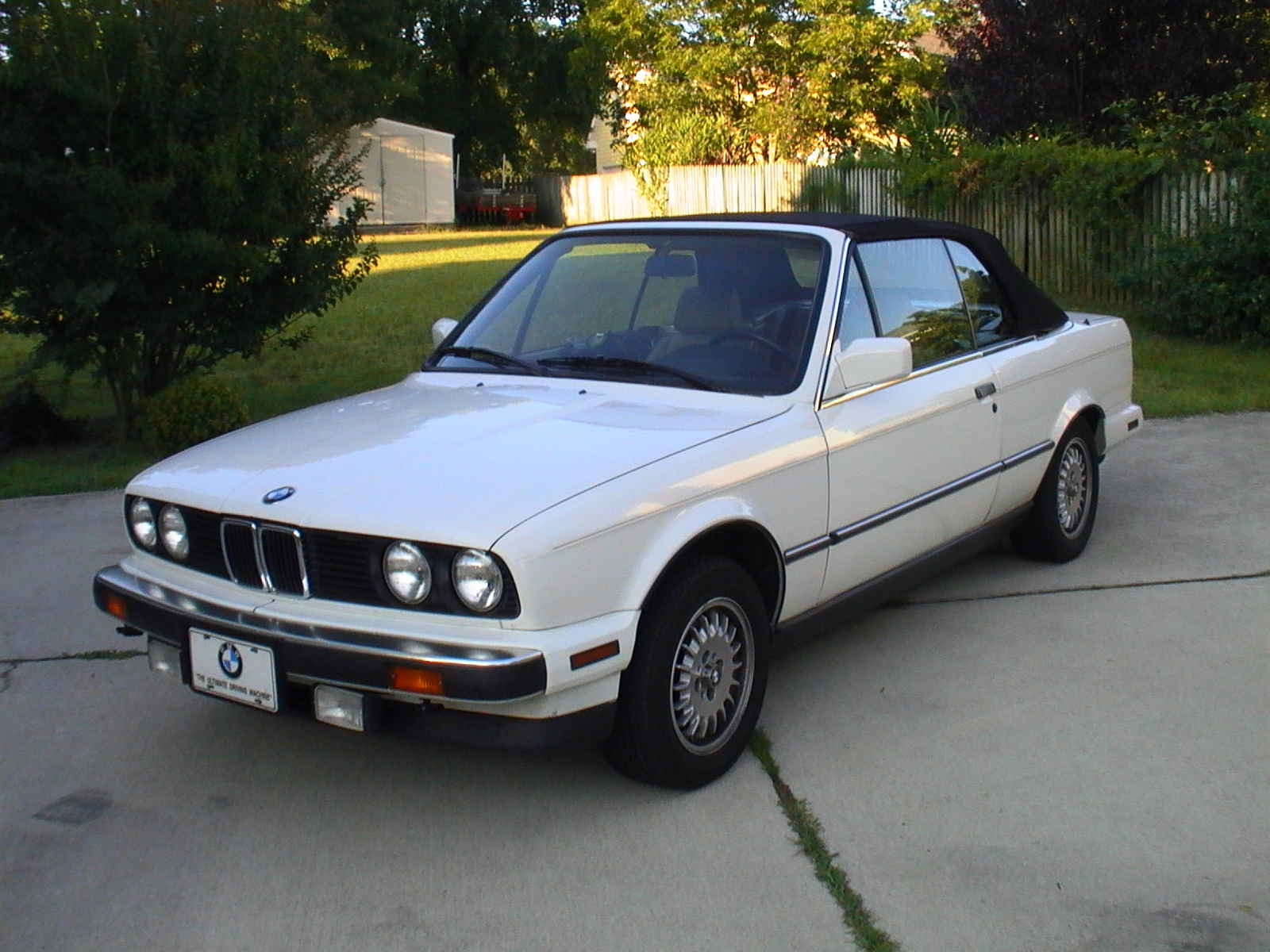BMW 3 series 323i 1987 photo - 11
