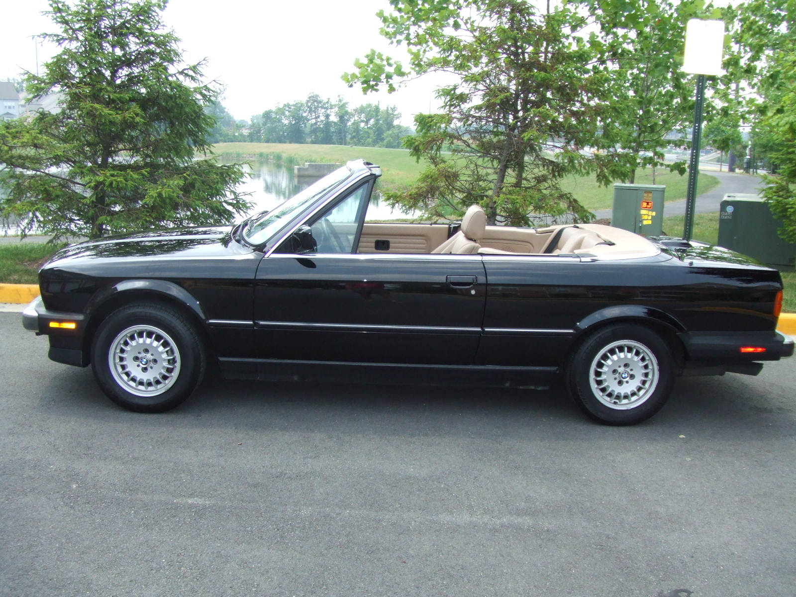 BMW 3 series 323i 1989 photo - 10